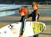 Umět surfovat patří k povinnostem každého mladého Australana