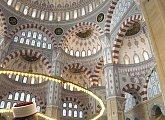 V mešitě pro 28.000 lidí