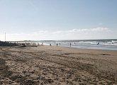 Maroko má normální evropský víkend, tisíce lidí vyrazily v neděli na pláž