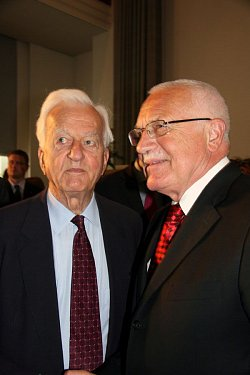 S bývalým německým prezidentem Richardem von Weizsäckerem po přednášce