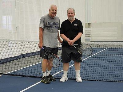 Po vyčerpávajícím tenisovém utkání s prezidentem univerzity