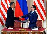 Prezidenti USA a Ruské federace po podpisu nové smlouvy START na Pražském hradě