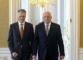 Příchod na bilaterální jednání