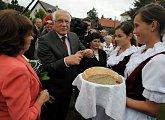 Tradiční uvítání chlebem a solí