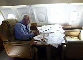 Při desetihodinovém letu z Prahy do Washingtonu se toho stihne spoustu odpracovat
