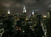 Výhled na noční New York z 39. patra hotelu