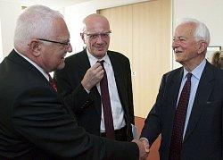 Prezident republiky s bývalým spolkovým prezidentem Richardem von Weizsäckerem, foto: Marc Darchinger